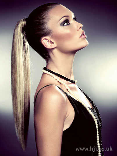 Girls-Pony-Tail-Latest-Hairstyles-For-Long-Hair-2014-12