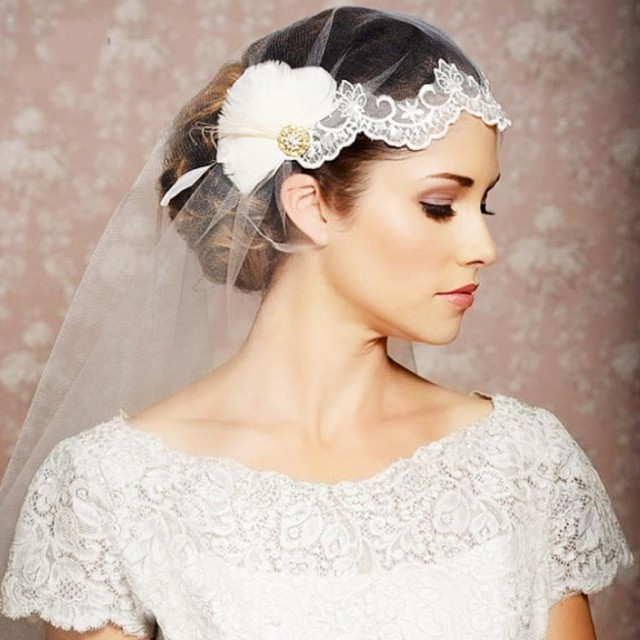 Rhinestone-Feather-Lace-Wedding-Veil-With-Crystal-Vintage-Bridal-Veil-Comb-Birdcage-Veil-Wedding-Hair-Accessories