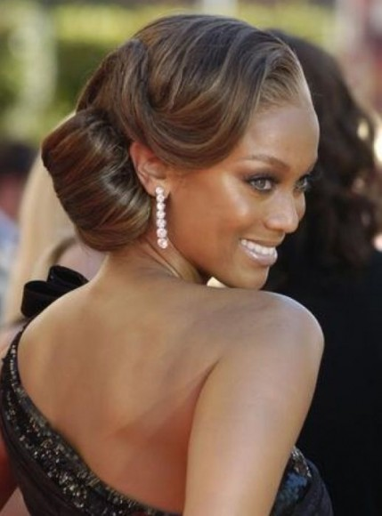 Tyra-Banks-Hair-Buns-Inspiration3-429x580