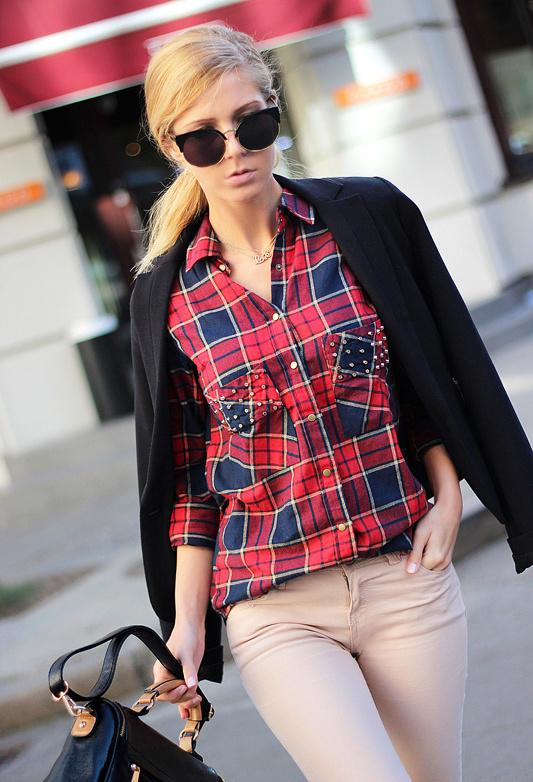 rojo-veneciano-camisas-blusas-negro-bolsos