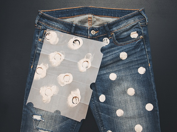8_DIY_Dotted_Jeans_Paint
