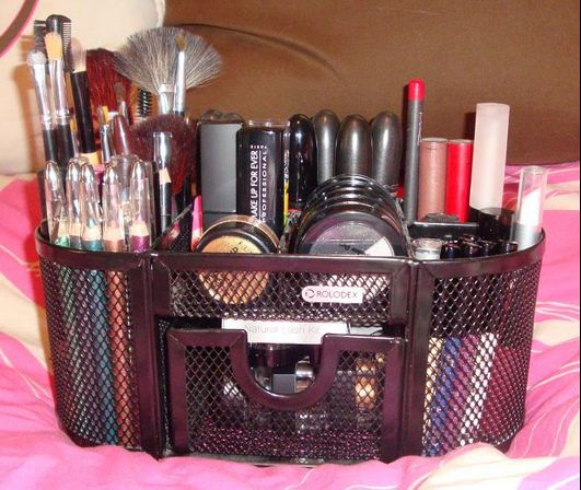 DIY-Magnetic-Makeup-Organizer