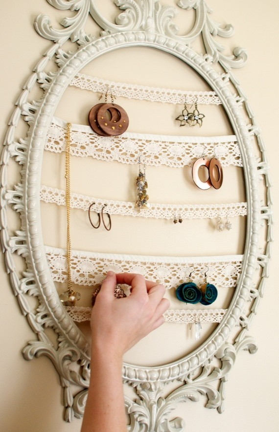 bedroom-decor-earrings-frame-jewelry-Favim.com-406643