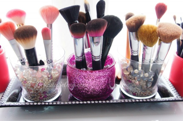 brush-holdersbelindaselene--diy-glitter-makeup-brush-holder-2oxyjpq0