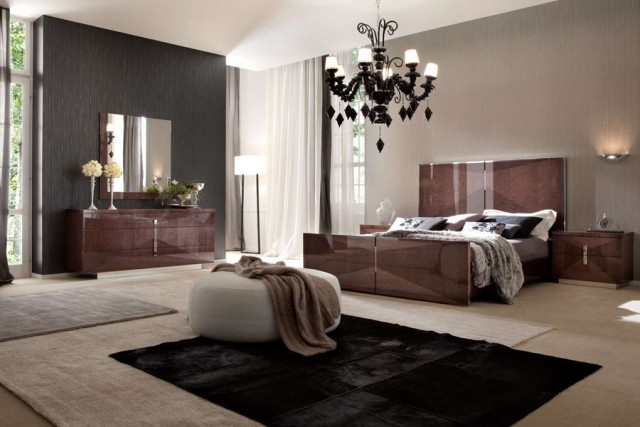mirrored-bedroom-furniture-sets-uk