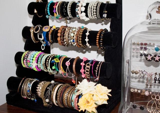 storing-accessories-bracelet-rack-2