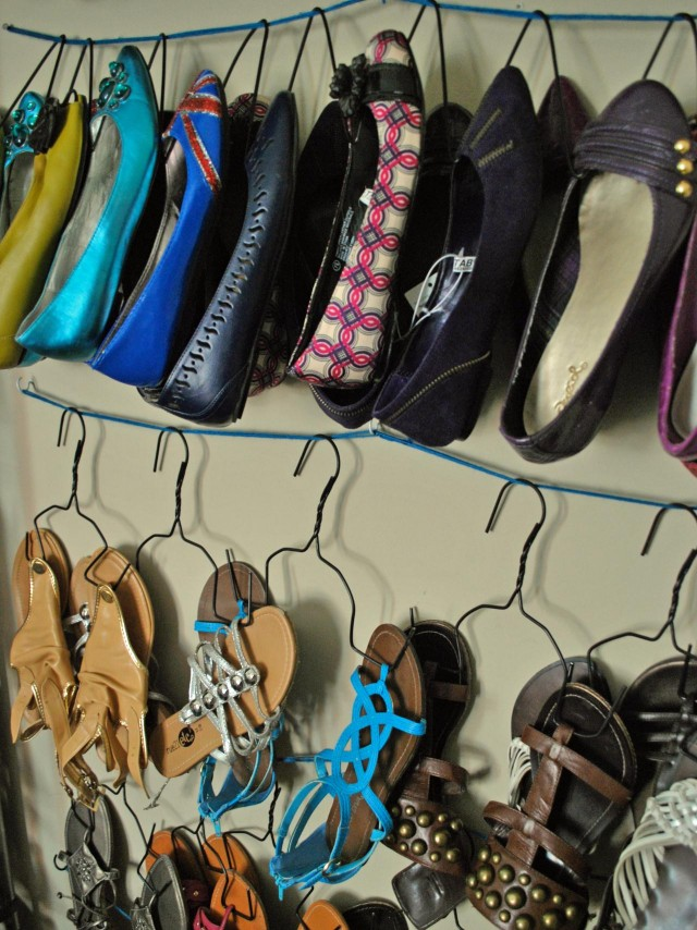 Original_Oh-So-Pretty-The-Diaries-wire-hanger-shoe-storage_s3x4.jpg.rend.hgtvcom.1280.1707