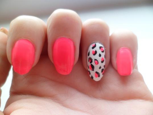 Neon-Pink-leopard-Nails-Art