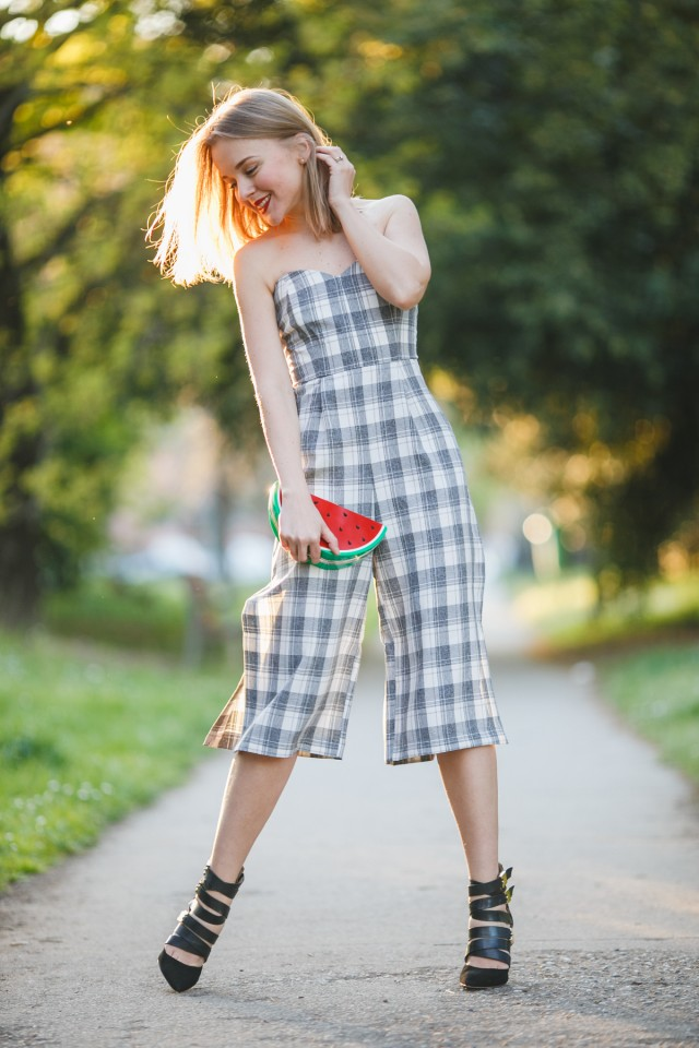 darya-kamalova-thecablook-fashion-lifestyle-russian-italian-blogger-wears-lulus-strapless-jumpsuit-with-watermelon-plastic-clutch-and-guess-by-marciano-black-jacket-and-booties-24