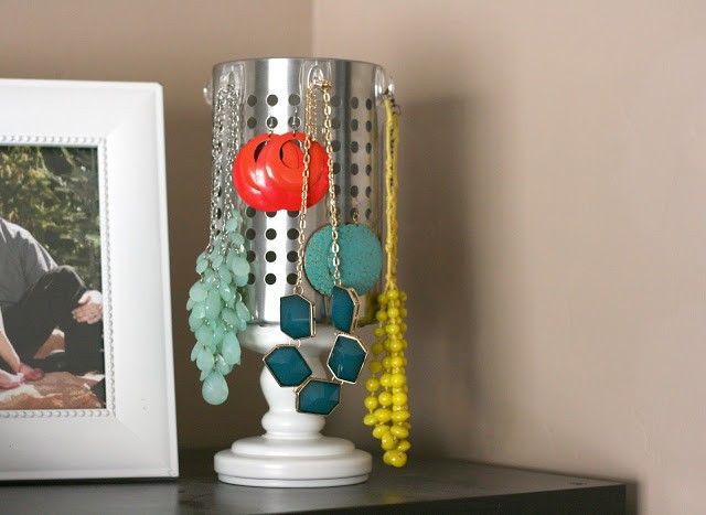 sissuitcase-jewelry-on-shelf