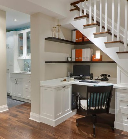 Home-office-design-utilizes-the-place-underneath-the-stairs
