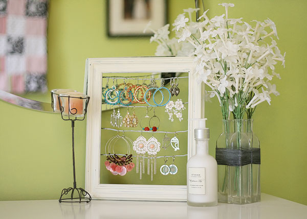 shabby-chic-altered-picture-frame-dangly-earring-jewelry-display-holder-1