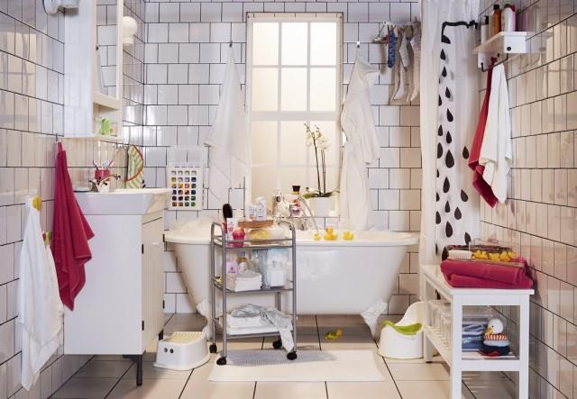 2LowResFamily_Bathroom