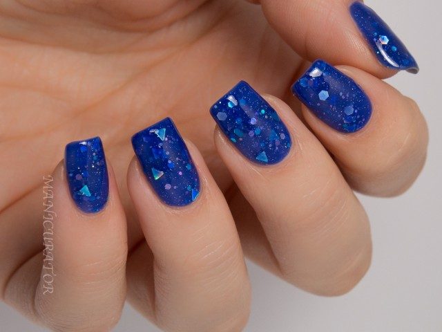 nails-royal blue