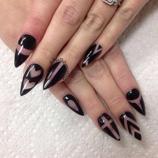 negative space nails-black