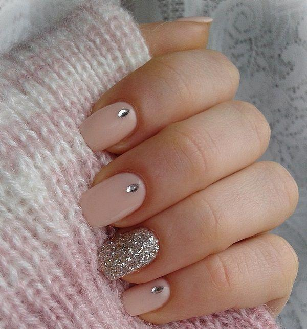 neutral nails-sparkly