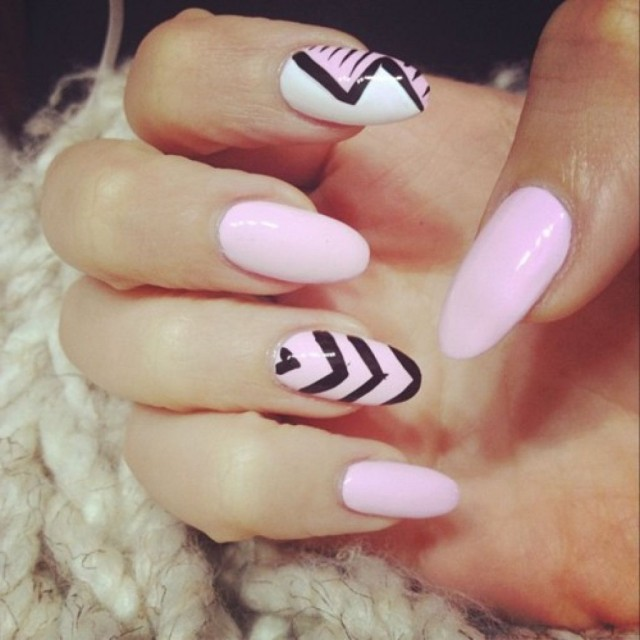 oval nails-pink