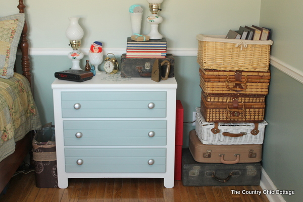 chalky painted nightstand-008