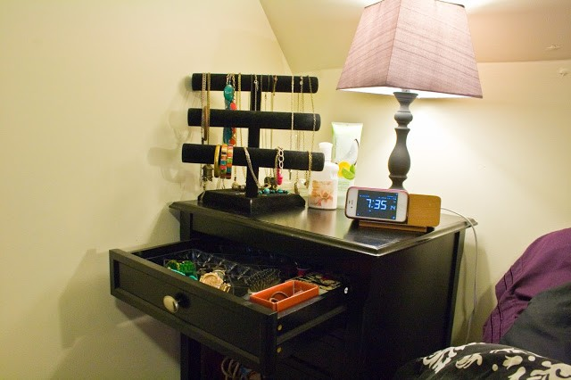 organize jewelry and night stand_10