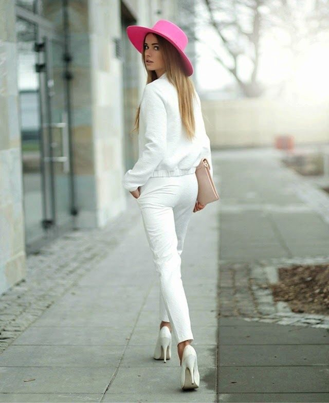 whit outfit pink