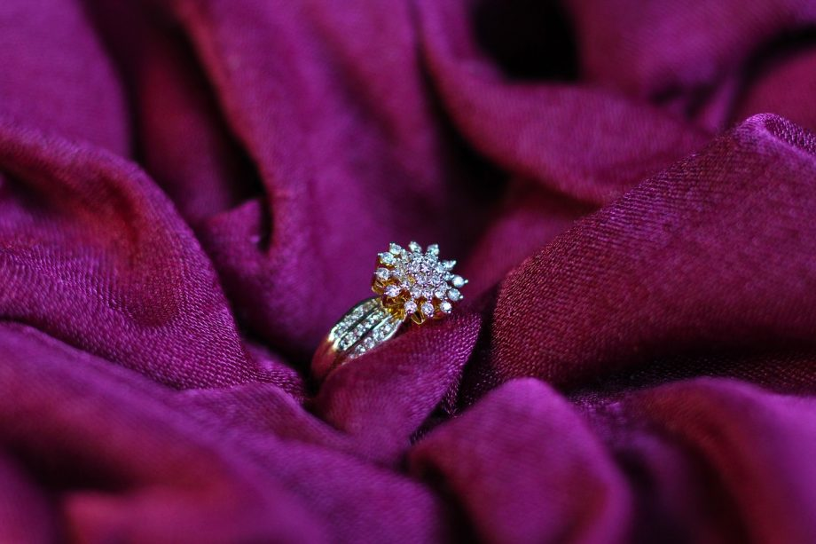 Diamonds Are Forever: 5 Reasons Diamonds Make Superior Engagement Rings