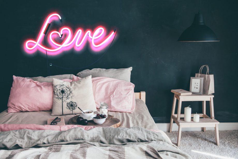 Romantic Bedroom Decor Ideas And Helpful Tips