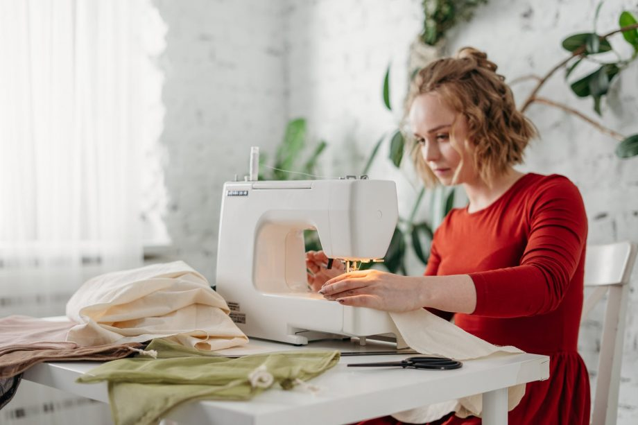 What are the tips to purchase your first embroidery machine?