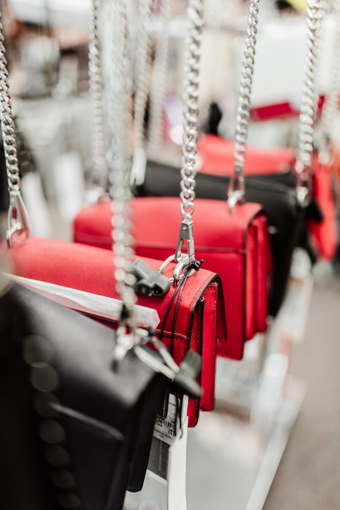 Types of purses and handbags every woman should own
